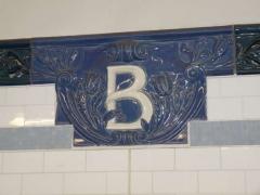 02-b-plaque