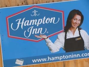 72-hampton-sign_