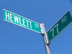 03-hewlett-sign_
