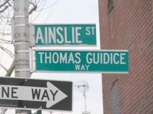 30-ainslie-sign_