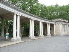 08-colonnade