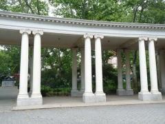 10-colonnade