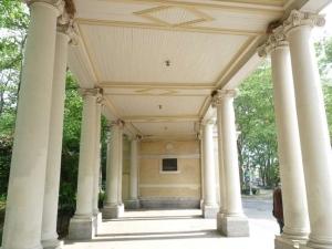 09-colonnade