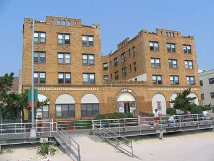 The Park Inn At Beach 116th Seems To Be A Nursing Home With Quite View Your Webmaster Didn T Spend Much Time On Sand Since His Sneakers Up