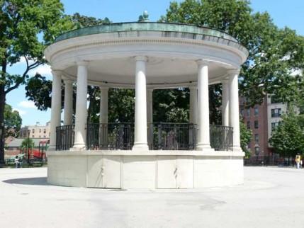 13.poe.park.bandshell