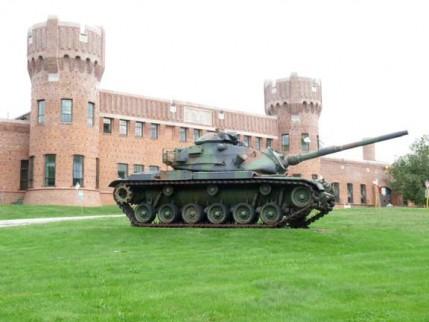 37.manor.armory