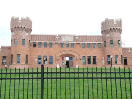 39.manor.armory