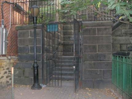 02b.gate