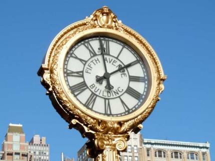 08.5th.avenu.clock