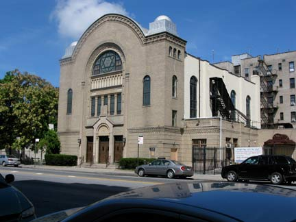 Brooklyn synagogue pulls its money out of Chase bank to