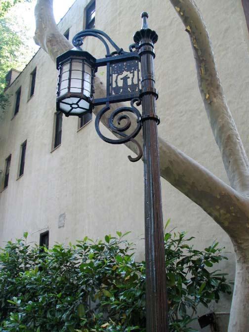 tudorcity.lamp