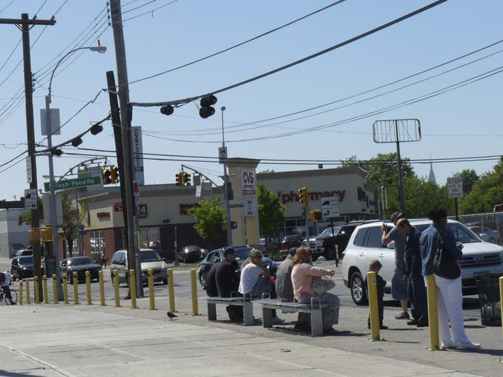 Metropolitan Avenue And Fresh Pond Road Is One Of The Major Crossroads On Ridgewood Maspeth Border Was Actually Named For A As