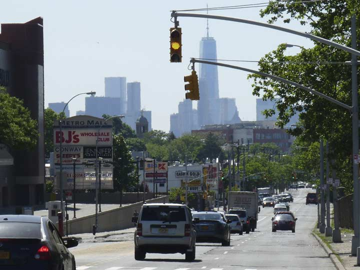 Looking West On Metropolitan Avenue 1 World Trade Center Looms Above All