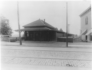 Throughout Its Existence A Consistent Terminal Has Been Metropolitan Avenue The Route Originated As Steam Railroad In Late 1800s